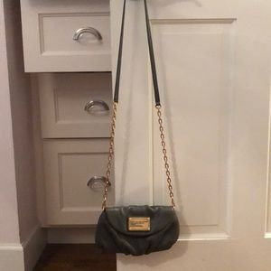 Marx Jacobs gray crossbody with gold chain.